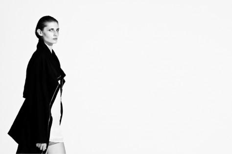 Jacket―dMajuscule; Top―Cristina Miraldi